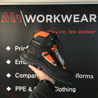 4 reasons to enforce safety shoes in the workplace